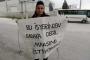 Karmez'den parasını alamayan işçi 20 gündür fabrika önünde bekliyor