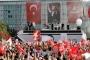 İstanbul Büyükşehir Belediyesi önü ikinci kez bir bayrama tanıklık etti