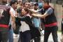 İzmir'de kayyumları protesto eden 26 avukat darbedilerek gözaltına alındı