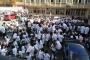 Duvarlarında çatlak oluşan İÜ Diş Hekimliği Fakültesinde öğrenciler eylemde