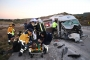 Çanakkale'de işçileri taşıyan minibüs ile vinç çarpıştı: 15 yaralı