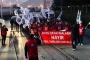 Birleşik Metal-İş üyesi işçiler, MESS dayatmalarına karşı işyerlerinde eylem yaptı