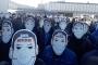 """Metal işçilerinden """"sahte mutluluk"""" maskeli eylem"""