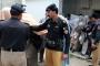 Pakistan'da genç kadın yakıldı