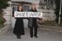 Genco Erkal ve Tülay Günal, 'darbeye hayır' pankartı açtı