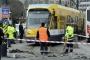 Sirkeci'de aynı noktada iki tramvay raydan çıktı