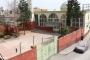 Cami bahçesinde devrilen iskelenin altında kalan çocuk öldü