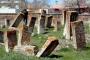 Define avcıları Selçuklu Mezarlığını tahrip ediyor