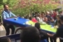 Seyyar satıcının arabasına el koyan zabıtaya protesto