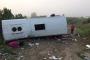 Tur midibüsü şarampole devrildi: 17 yaralı