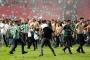 Süper Kupa maçında sahaya bıçak atan kişi serbest bırakıldı
