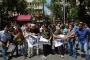 Polis Gülmen ve Özakça pankartını yine yırttı