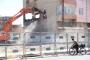 Sur'da içinde eşyalarolan ev zorla yıkıldı: 3 gözaltı