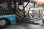 Özel halk otobüsü bariyerlere çarptı: 4 yaralı