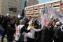 Müfredata tepki gösteren öğretmenlere polis saldırısı