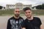 Eşcinsel turistler gözaltına alındı, sınır dışı edildi