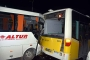 Havalimanı personelini taşıyan servis kaza yaptı: 8 yaralı