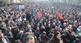 Yüz binlerce kişi 15 Şubat'ı protesto için alanlarda çıktı