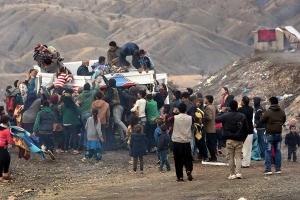 Sınırdaki sığınmacılar zor şartlarda yaşam mücadelesi veriyor
