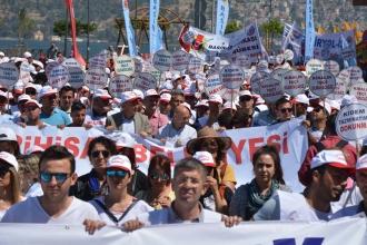 İzmir'de 1 Mayıs kutlamalarından kareler
